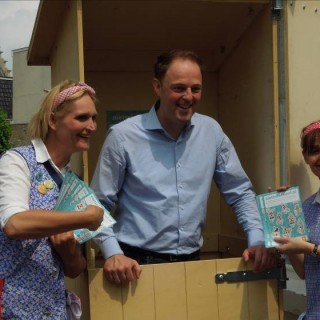 Goed rioolgebruik: De Toiletdames op het Fries Straatfestival